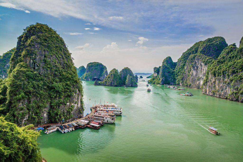 Halong Bay day cruise tour