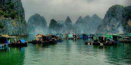 Cua-van-floating-village-halong-bay-2