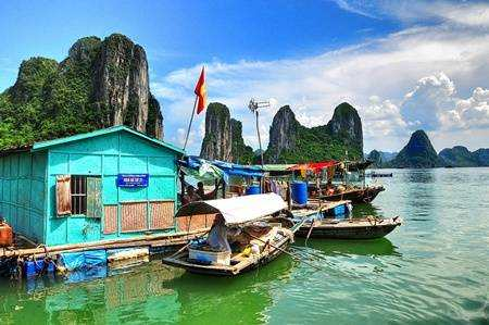 Halong bay Cua Van fishing village